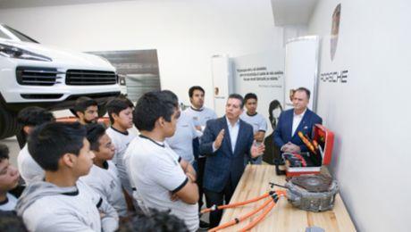 Investitionen in die Zukunft: Porsche bildet in Puebla aus