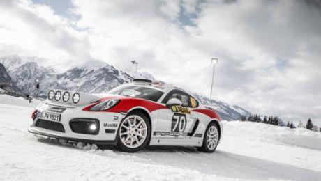 Демонстрационный заезд раллийного Porsche Cayman GT4