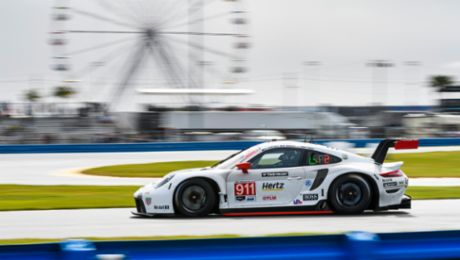 IMSA: The new Porsche 911 RSR locks out front grid row at US debut