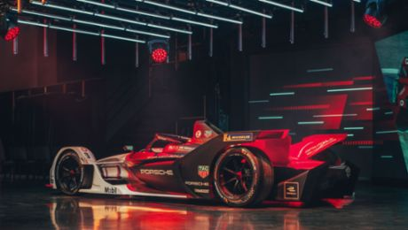 "Porsche presents its ""Road to Formula E"" as an animation"