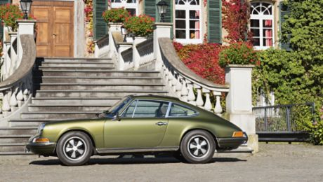 Ferry's Porsche: a 911 S in an olive green metallic