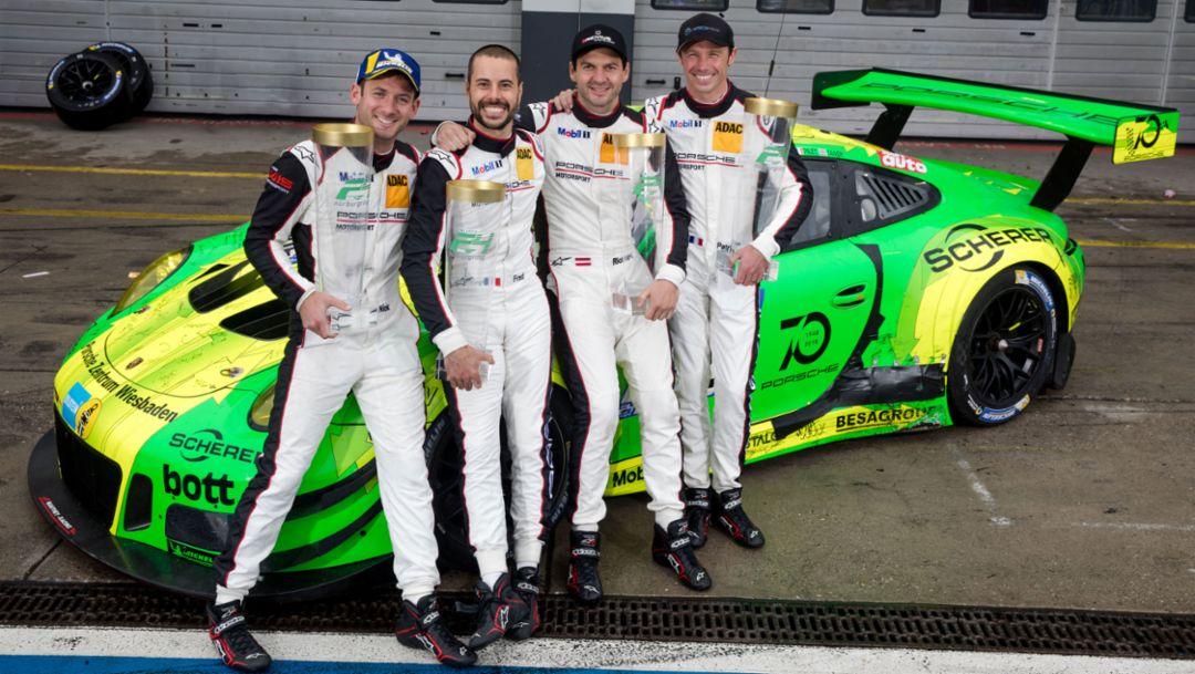 保时捷911 GT3 R 赛车于埃菲尔山勇夺纽博格林24小时耐力赛冠军