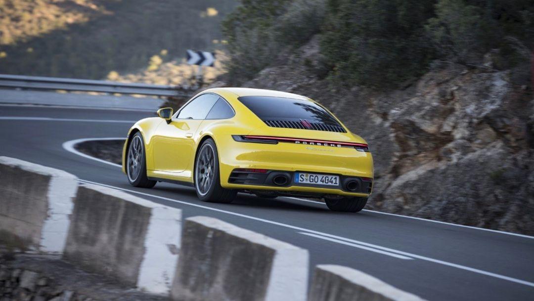 Компания Porsche уверенно движется вперед, увеличив оборот на семь процентов