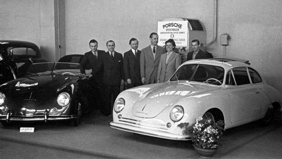 Хейнрих Кунц (специалист по продажам), Ферри Порше, Бернхард Бланк, Луиза Пих, Эрнст Шош (личный секретарь Бернхарда Бланка), слева направо, 356, Женевский автосалон, 1949, Porsche AG
