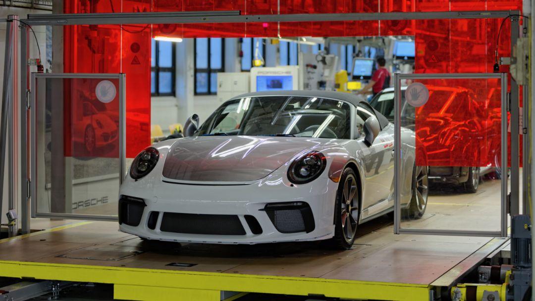 第七代保时捷 911 完美谢幕,最后一台 991 驶下生产线