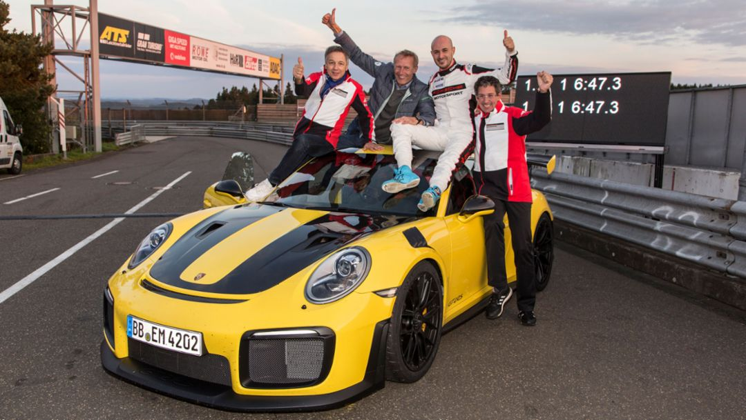 Eugen Oberkamm, Director Motorsport – Development Complete Vehicle, Andreas Preuninger, Director GT Model Line, Lars Kern, Porsche Test Driver, Dr. Frank-Steffen Walliser, Vice President Motorsport and GT-Cars, l-r, 911 GT2 RS, world record, Nürburgring, 2017, Porsche AG