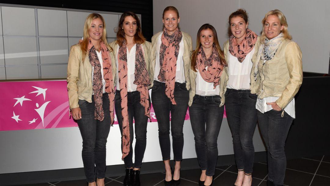 Porsche Team Germany: Angelique Kerber, Andrea Petkovic, Anna-Lena Grönefeld, Annika Beck, Anna-Lena Friedsam, Teamchefin Barbara Rittner (l-r), Fed Cup 2016, Porsche AG