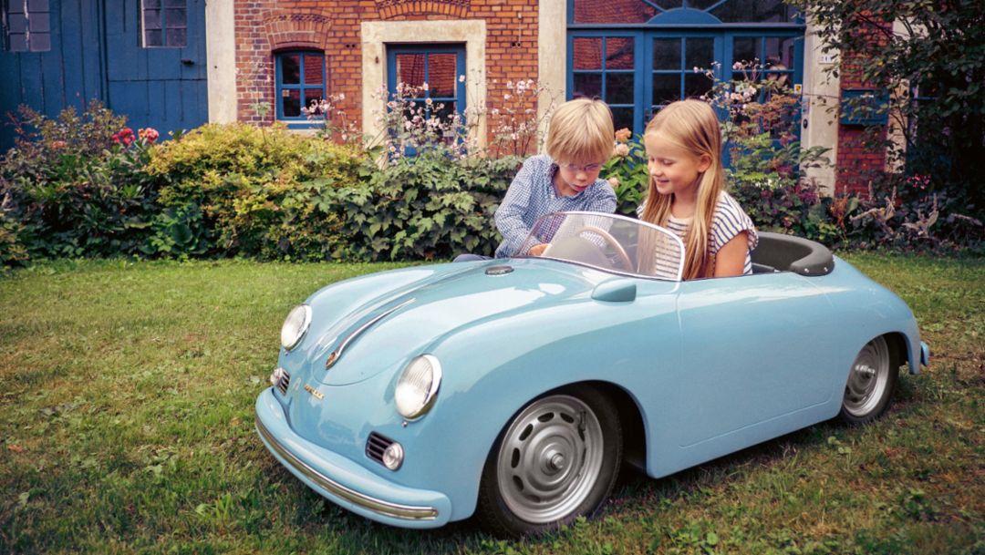 Paul, Ida, l-r, Miniatur-Porsche 356, 2017, Porsche AG