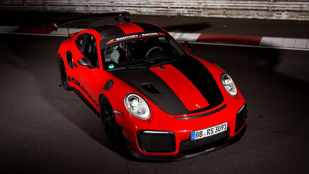 在纽博格林北环赛道行驶的 911 GT2 RS MR