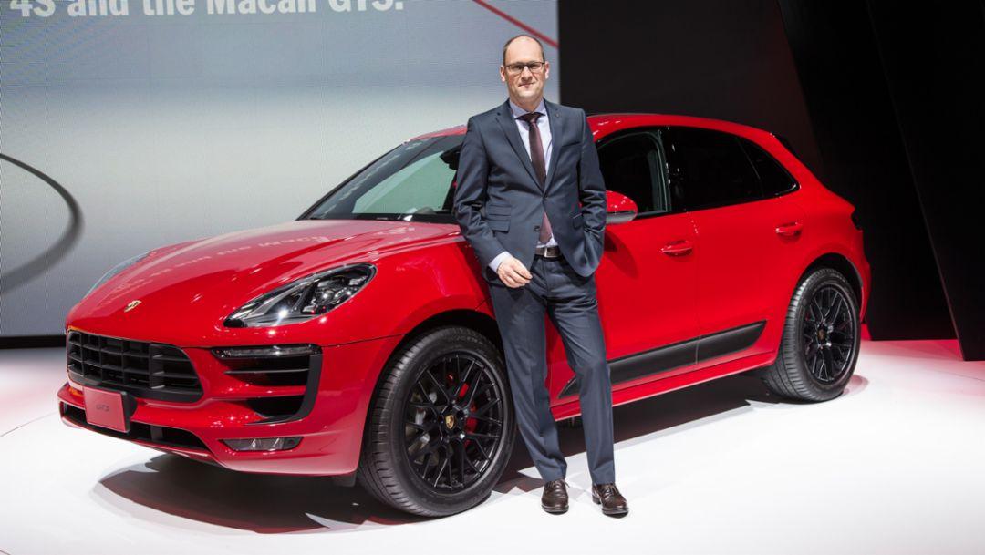 Dr. Michael Becker, Leiter Modellreihe Macan, Macan GTS, Tokio Motorshow, 2015, Porsche AG