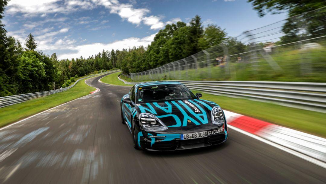 Новый Porsche Taycan показал рекордное время на Северной петле Нюрбургринга