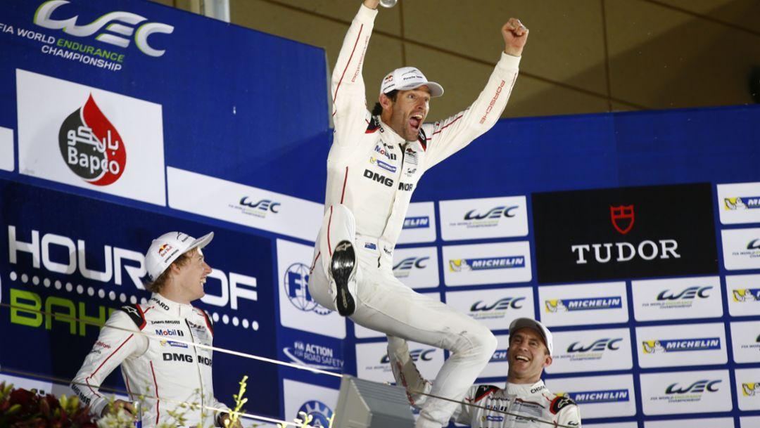 Porsche Team: Brendon Hartley, Mark Webber, Timo Bernhard (l-r), WEC Bahrain 2015, Porsche AG