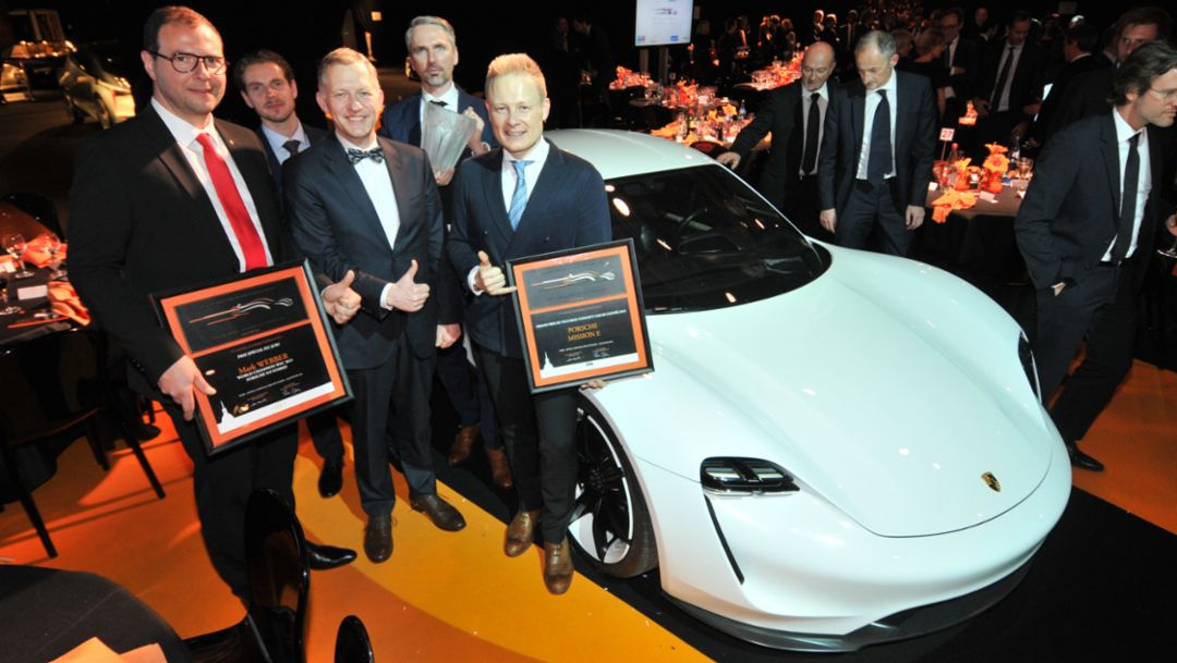 (l. - r.) Marc Ouayoun, Managing Director Porsche France, Ivo van Hulten, Head of Interior design, Felix Bräutigam, Vice President Region Europe , Jan Koerner, Design Mission E, Mitja Borkert, Head Of Exterior Design, 2016, Porsche AG