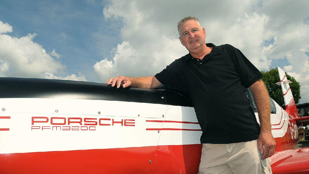 Uwe Sauter, Porsche-Flugmotoren-Spezialist, Pützer Elster B, Flugzeug, Flugplatz in Heubach, Deutschland, 2016, Porsche AG