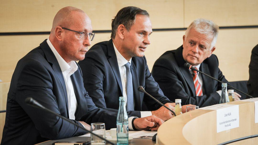 Uwe Hück, Konzernbetriebsratsvorsitzender der Porsche AG, Oliver Blume, Vorstandsvorsitzender der Porsche AG, Fritz Kuhn, Stuttgarter Oberbürgermeister, l-r, Pressekonferenz, Stuttgarter Rathaus, 2016, Porsche AG