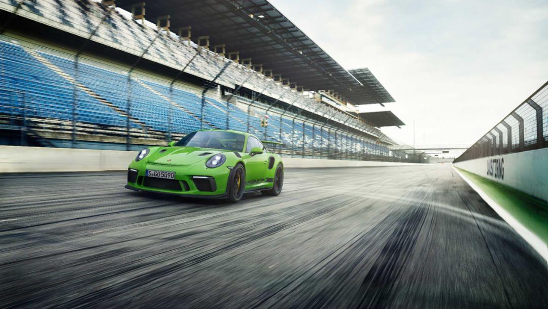 专注于赛车运动:新款保时捷911 GT3 RS