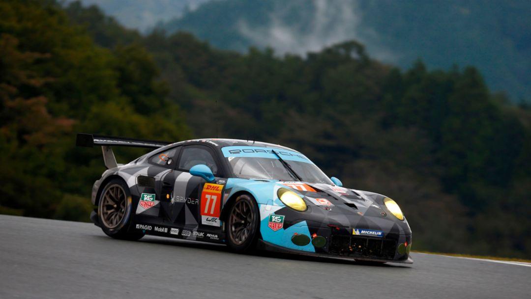 Porsche 911 RSR (77), Dempsey Proton Racing: Patrick Dempsey, Patrick Long, Marco Seefried, FIA WEC, Fuji 2015, Porsche AG