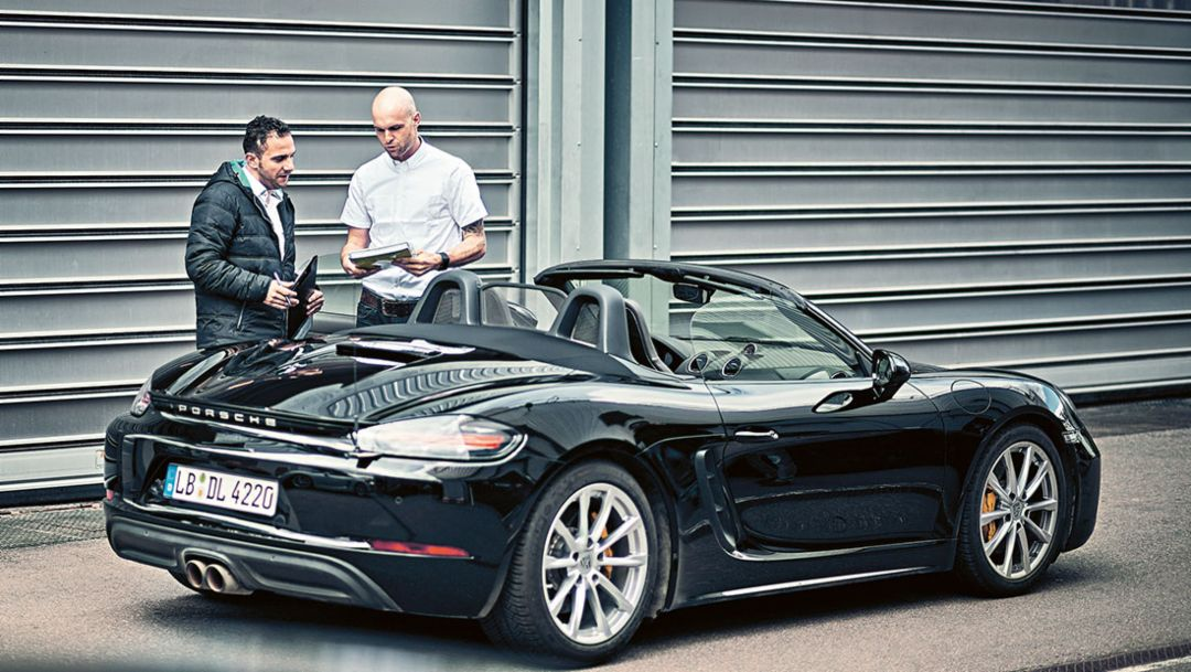 Giancarlo Vella (l.), in charge of the test, 718 Boxster, Weissach, 2016, Porsche AG