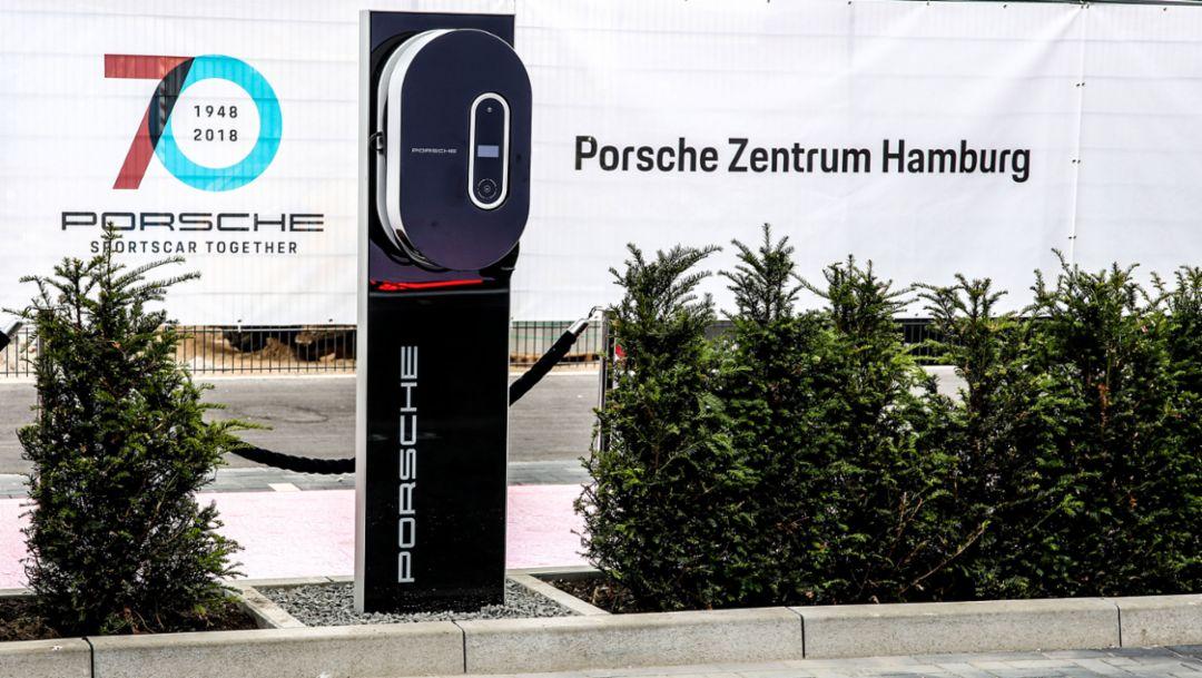Ladesäule, Porsche Zentrum Hamburg, 2018, Porsche AG