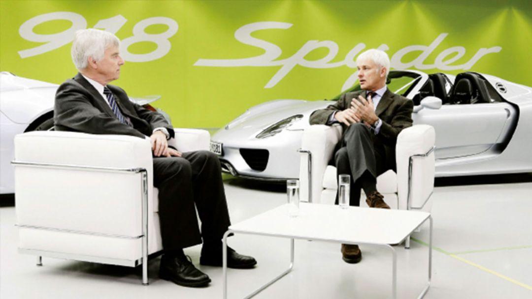 Dr. Ulf Merbold, Physiker, Matthias Müller, Vorstandvorsitzener, l.-r., 918 Spyder Manufaktur, Zuffenhausen, 2014, Porsche AG