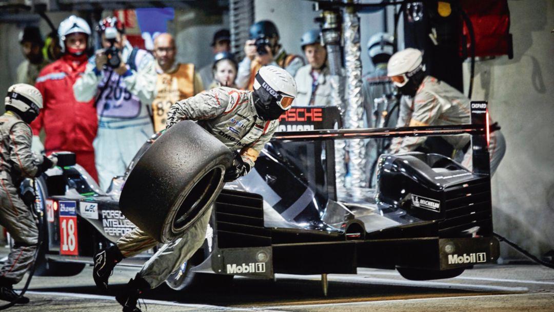Tire change, 2017, Porsche AG