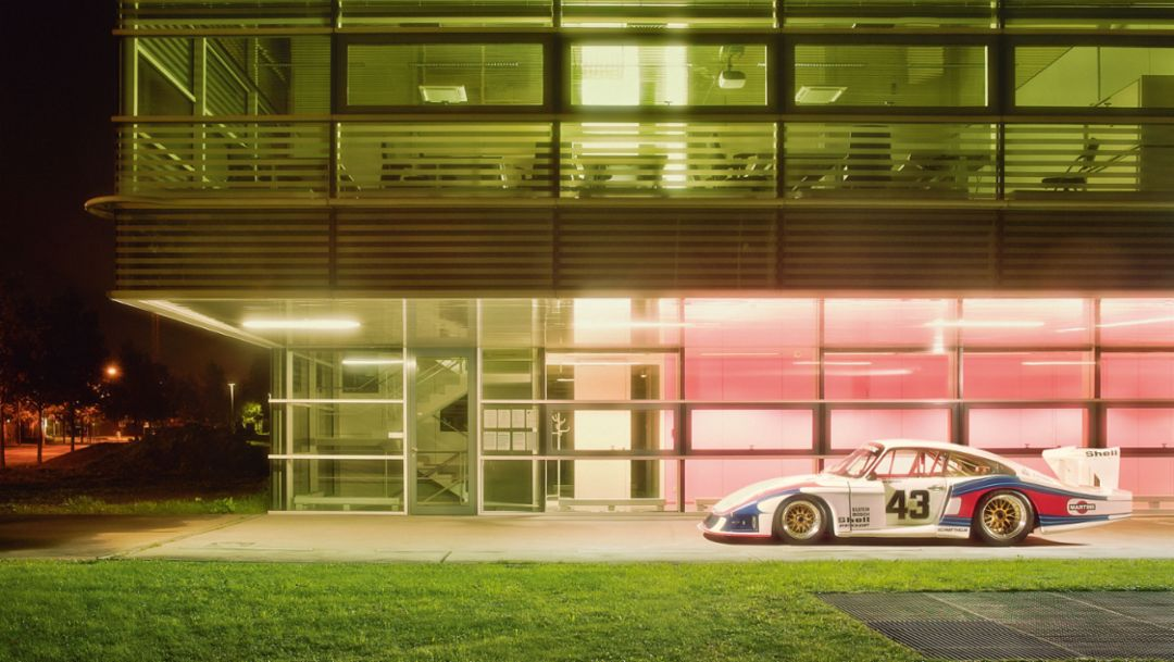 "The Institute of high-performance computing at the University of Stuttgart and the Porsche 935 ""Moby Dick"""