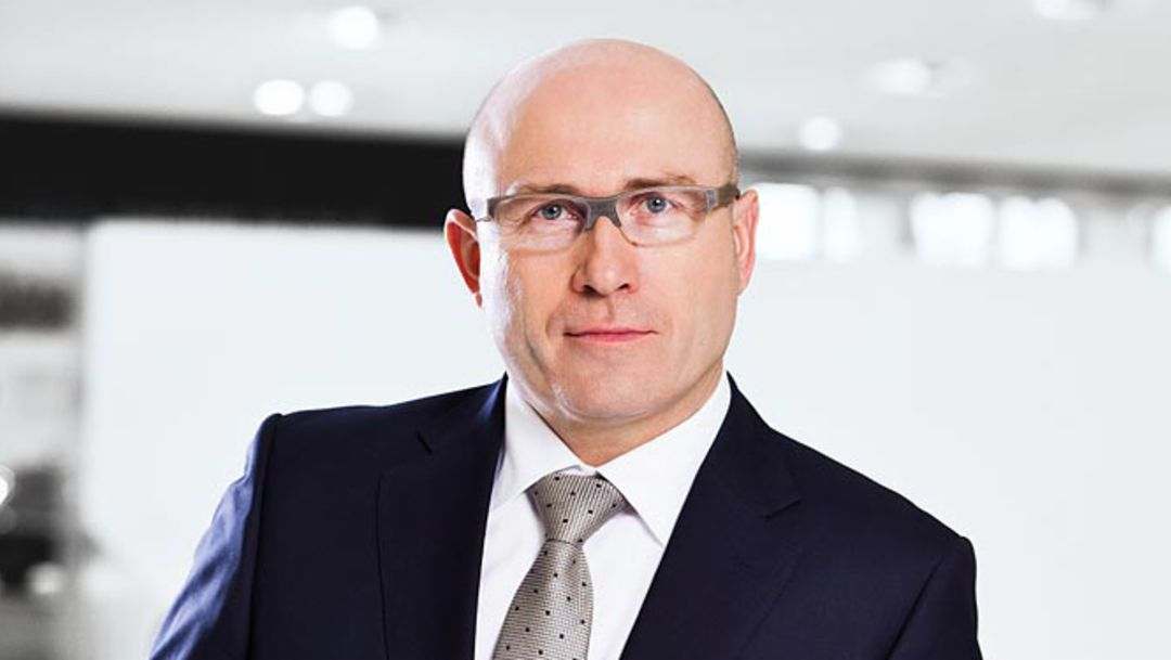 Bernhard Maier, Member of the Executive Board, Sales and Marketing (till 10/31/2015), 2014, Porsche AG