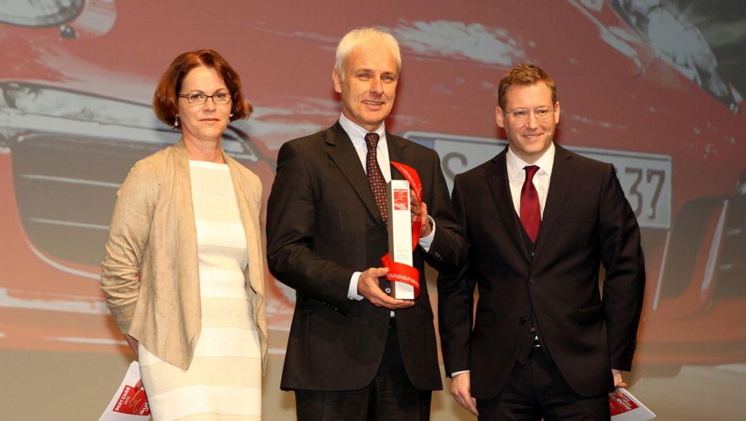 Birgit Priemer, stellvertr. Chefredakteurin ams, Matthias Müller, Vorstandsvorsitzender, Jens Katemann, Chefredakteur ams, (l.-r.), Best Cars, 2015, Porsche AG