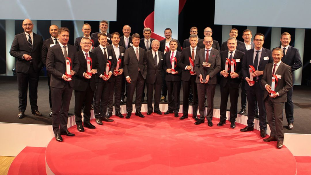 Dr Gernot Döllner, Head of the Panamera Model Line (3rd from left), Dr Wolfgang Porsche, Chairman of the Porsche Supervisory Board (12th from left), August Achleitner, Head of the 911/718 model series (2nd from right), Best Cars 2017, Stuttgart, Porsche AG