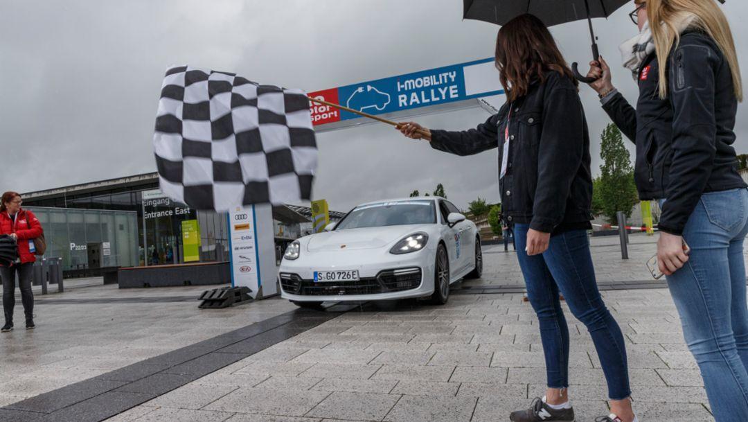 Porsche gewinnt i-Mobility Rallye mit Panamera