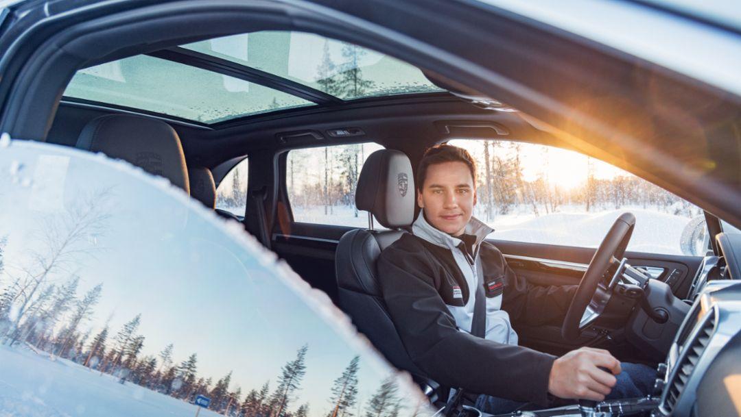 Klaus Bachler, Porsche-Instrukteur, Cayenne S, Porsche Driving Experience Winter, Levi, Finnland, 2015, Porsche AG
