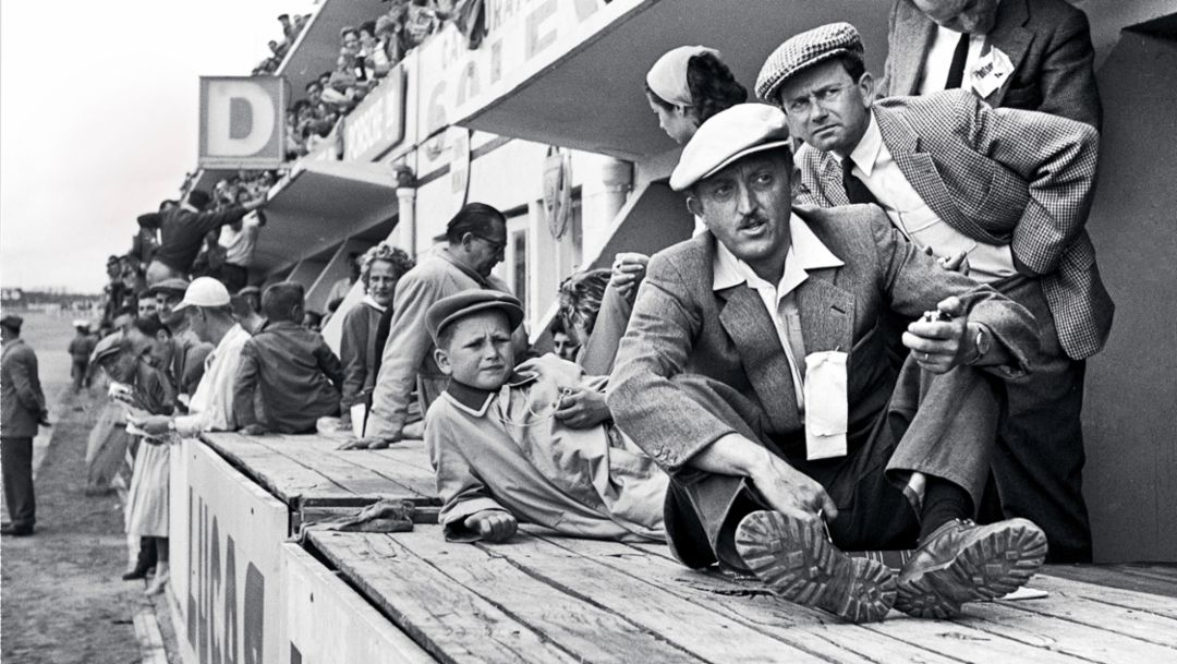 Dr. Wolfgang Porsche, Hans Klauser, Ferry Porsche, l-r, Le Mans 1956, Porsche AG
