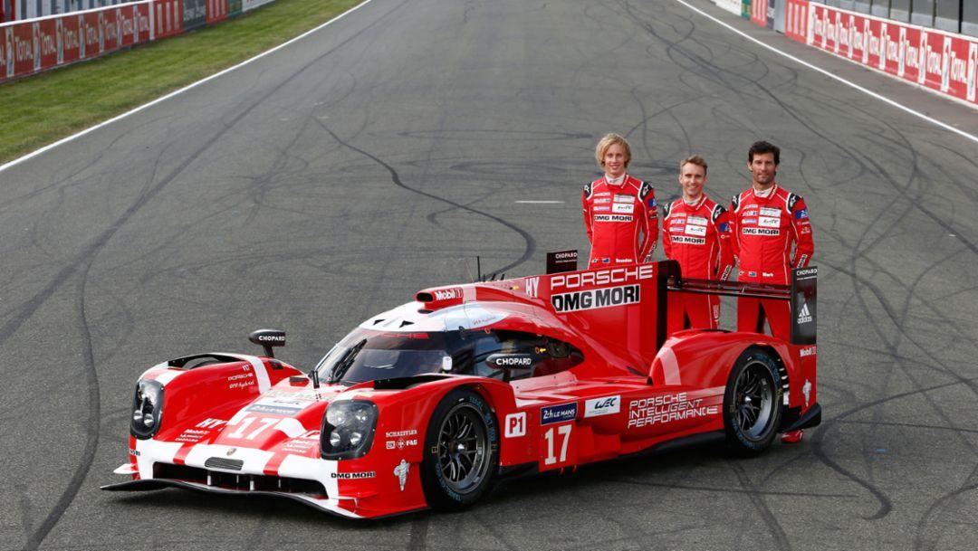 Brendon Hartley, Timo Bernhard, Mark Webber (l-r), Porsche 919 Hybrid (17), Le Mans 2015, Porsche AG