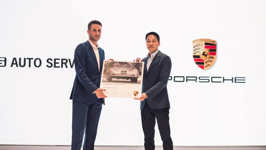 Arthur Willmann, Managing Director of Porsche Asia Pacific, Vutthikorn Inthraphuvasak, President, AAS Auto Service Co. Ltd., l-r, Porsche Studio Bangkok, 2019, Porsche AG