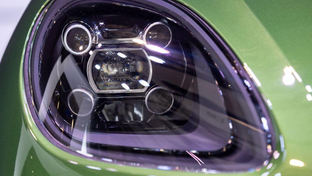 全新曼巴金属漆色的新款 Macan