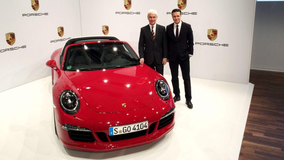 Matthias Müller (l), Vorstandsvorsitzender, Lutz Meschke, Finanzvorstand, Jahrespressekonferenz, Porsche-Museum, 2015, Porsche AG
