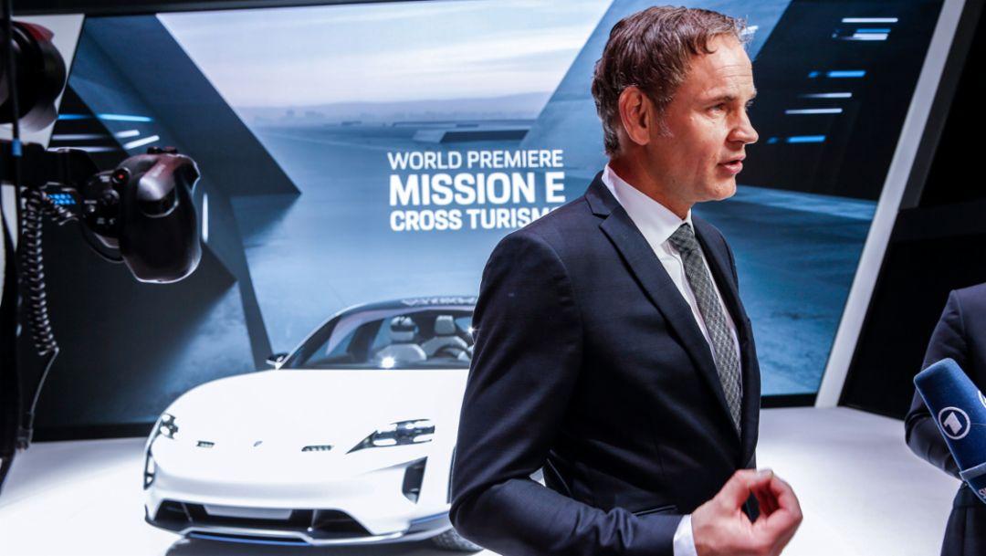 Oliver Blume, Vorstandsvorsitzender der Porsche AG, Mission E Cross Turismo, Genfer Automobil Salon, 2018, Porsche AG
