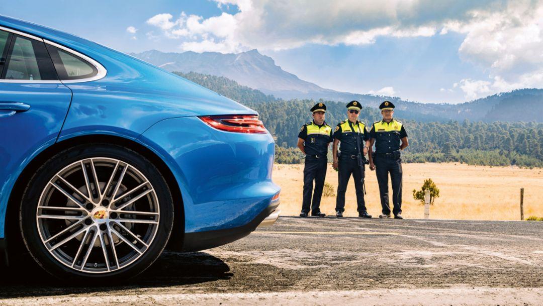 Comisario Lucio González Gómez, middle, Panamera 4S, Ruta Panamericana, Mexico, 2017, Porsche AG