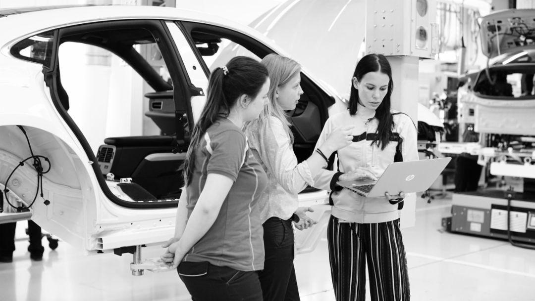 Als Berufseinsteigerin am Sportwagen der Zukunft bauen