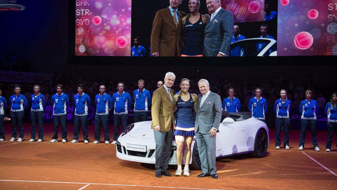 Matthias Müller (Vorstandsvorsitzender der Dr. Ing. h.c. F. Porsche AG), Angelique Kerber (Porsche-Markenbotschafterin), Dr. Wolfgang Porsche (Aufsichtsratsvorsitzender der Dr. Ing. h.c. F. Porsche AG), Porsche Tennis Grand Prix, Stuttgart, 26.04.2015, Porsche AG