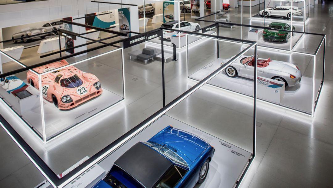 """""""保时捷跑车70载""""特别展览在柏林的大众汽车集团DRIVE展厅举办"""