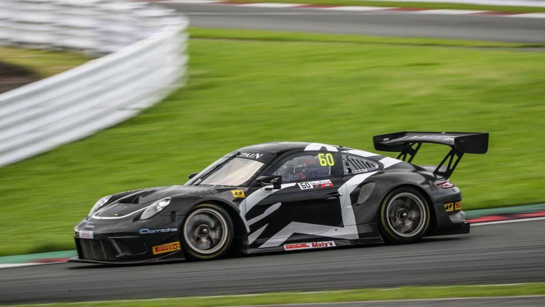 Four Porsche teams contest the ten-hour race in Japan