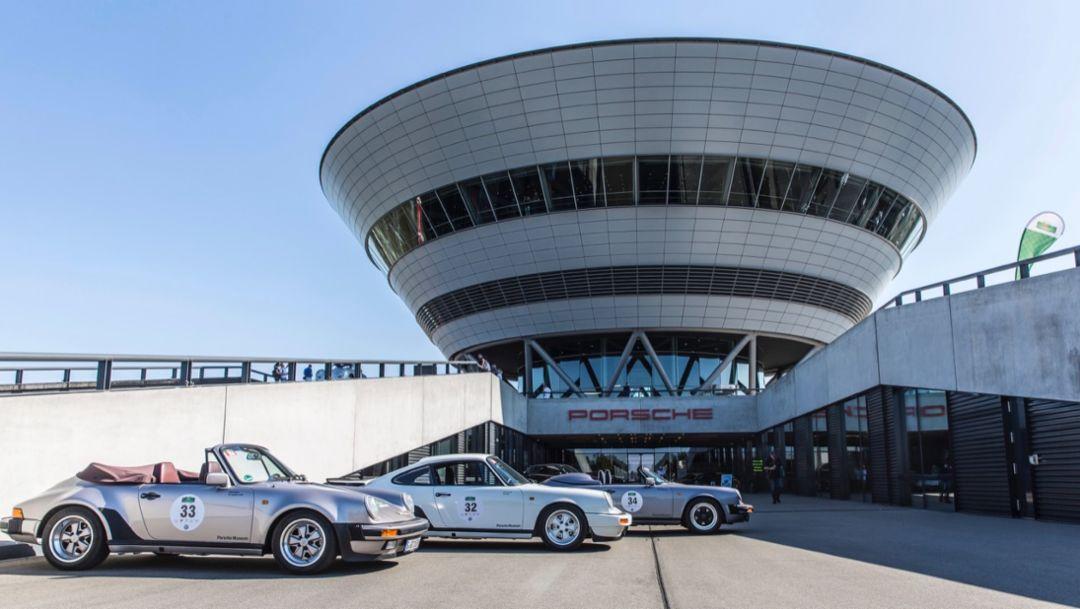 """Oldtimer-Rallye """"Sachsen Classic"""" zu Gast bei Porsche in Leipzig"""