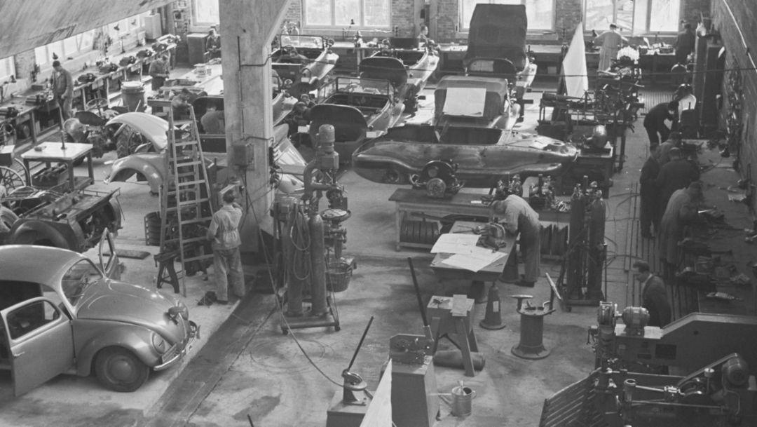 Prototypenfabrikation im Porsche-Werk, Zuffenhausen, 1947, Porsche AG
