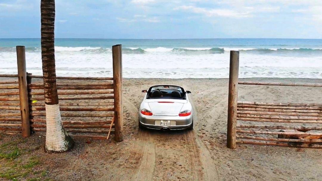 Pazifikstrand bei Pedernales, Ecuador, 2018, Porsche AG