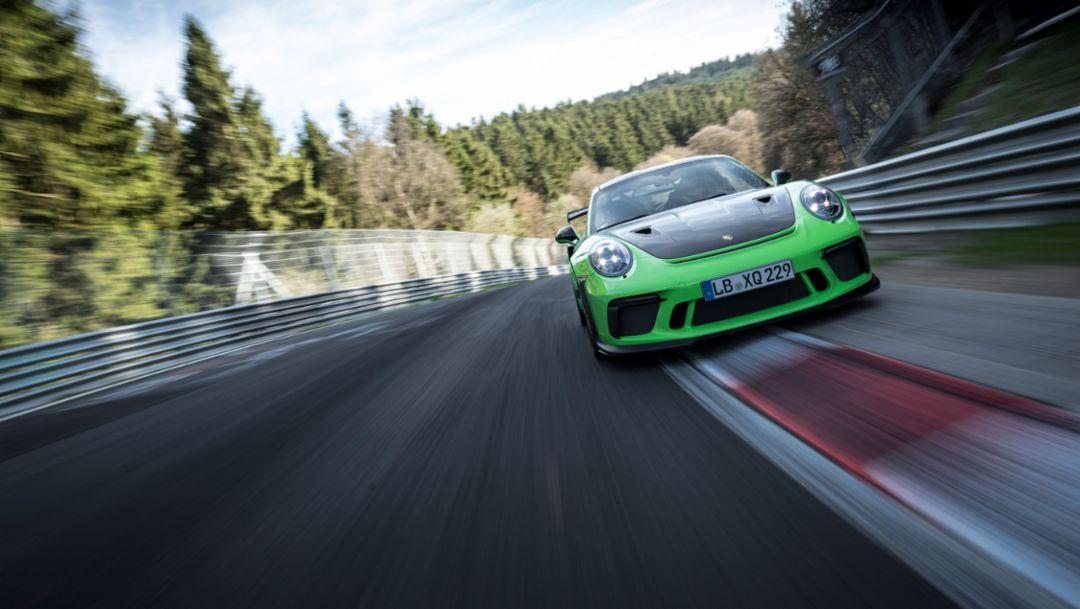 """新款911 GT3 RS 在""""绿色地狱""""跑出6分56.4秒的圈速"""