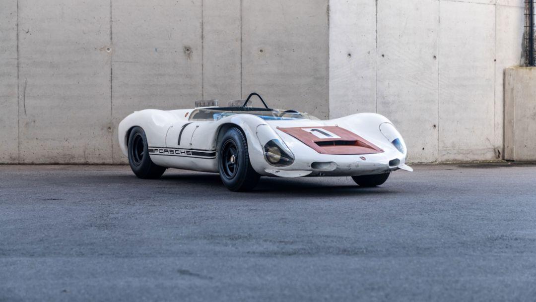 Porsche Museum: Der 910/8 Bergspyder wird konserviert