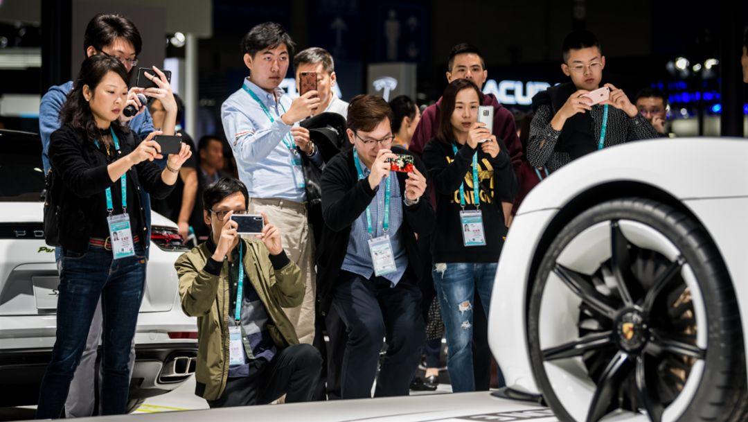 保时捷亮相首届中国国际进口博览会获关注