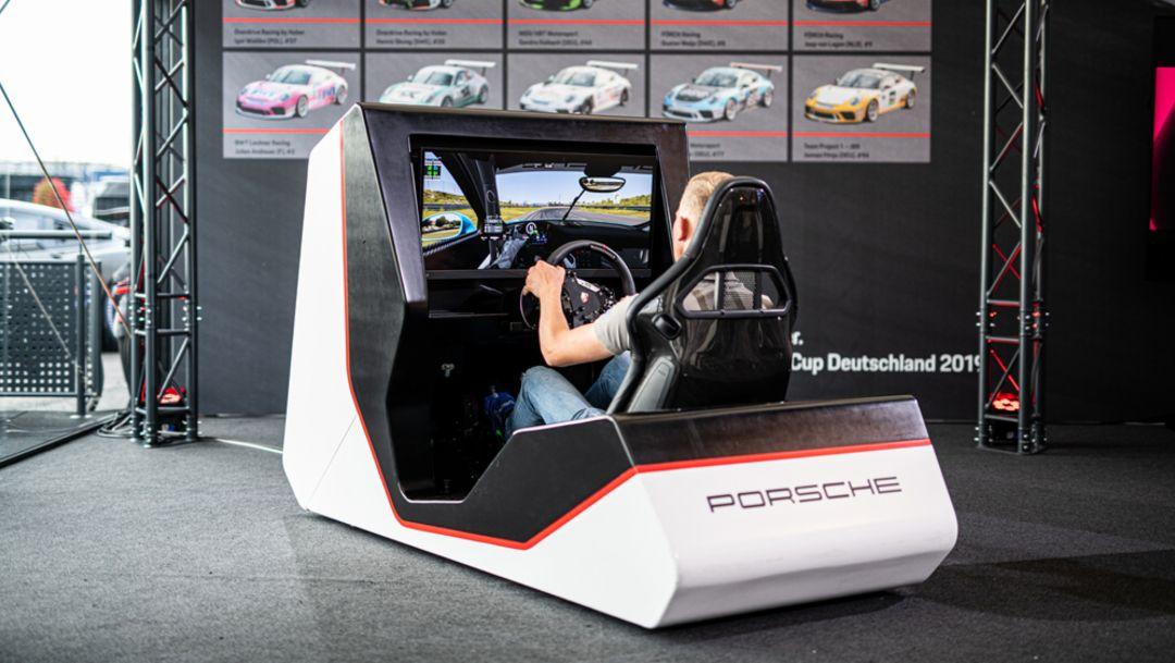Premiere: Twelve pilots fight for Porsche Esports Carrera Cup title