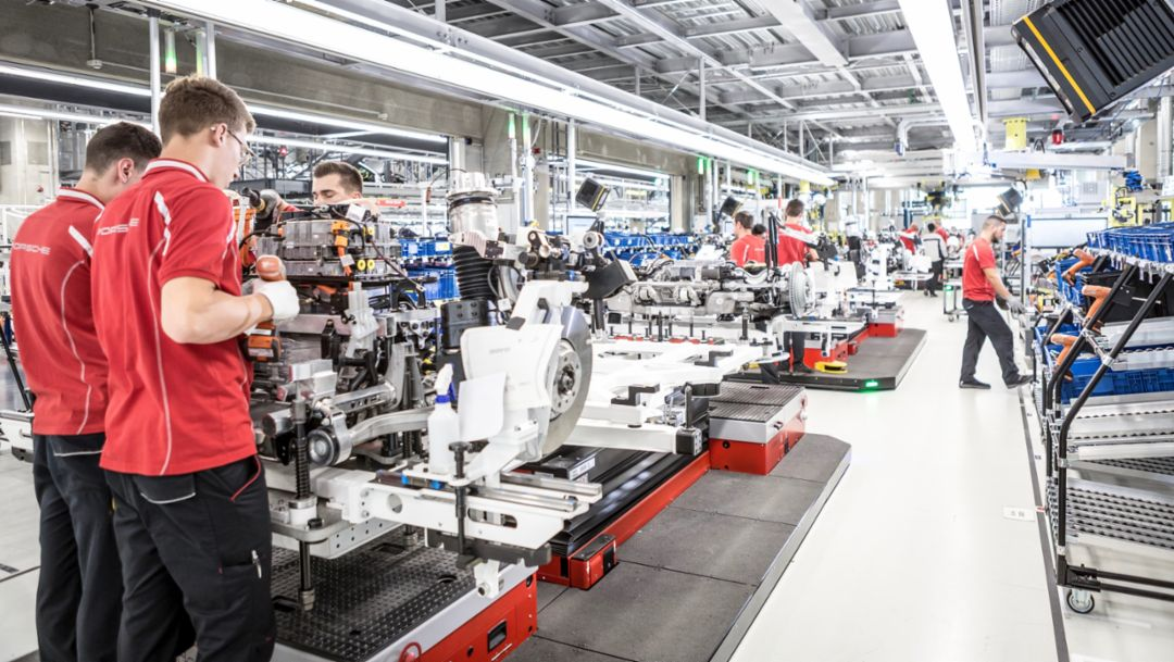 Porsche builds another 500 new jobs: Job engine Taycan